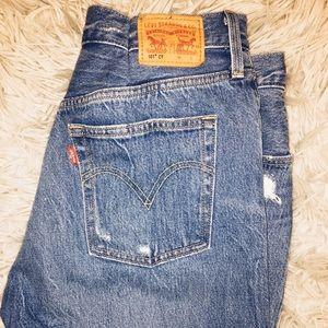 Levi's boyfriend jeans. Never been worn